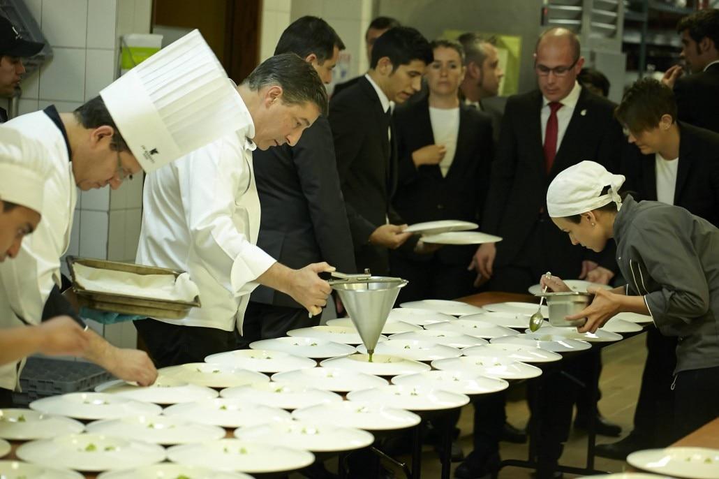 Fotografía de la emplatada de la primera cena ofrecida por BBVA y El Celler de Can Roca en Bogotá