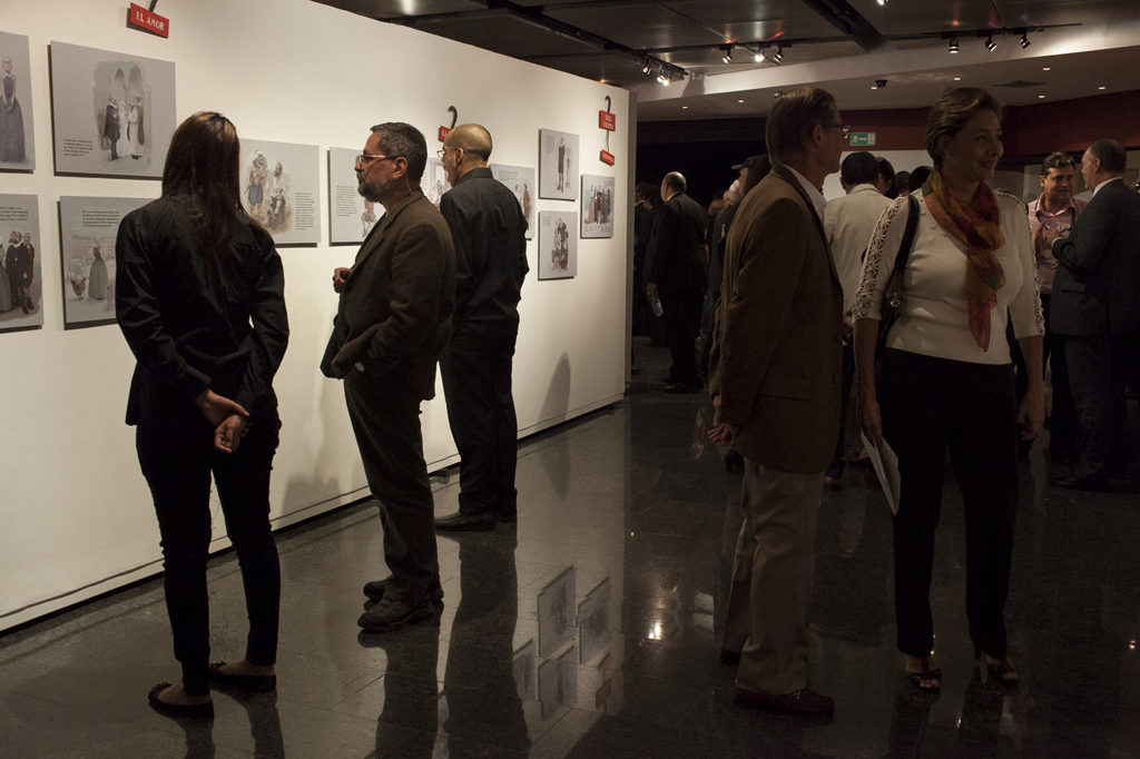 Fotografía de la inauguración de la exposición de Miguel de Cervantes, organizada por la Fundación BBVA Provincial
