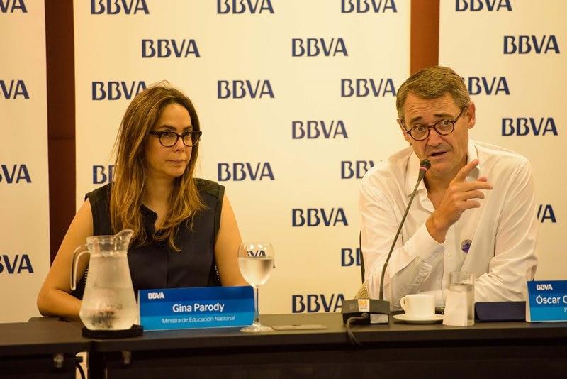 Fotografía Gina Parody, ministra de educación y Oscar Cabrera Izquierdo, CM Colombia