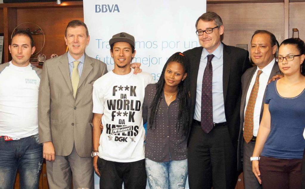 Fotografía de jóvenes becados por BBVA Colombia de la Universidad Eafit de Medellín
