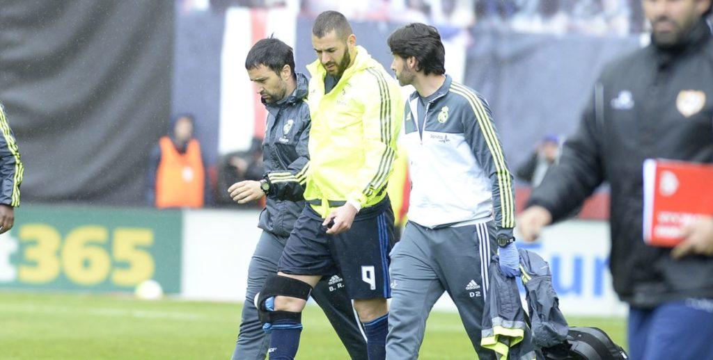 Benzema se retira lesionado en el partido de Liga BBVA en Vallecas