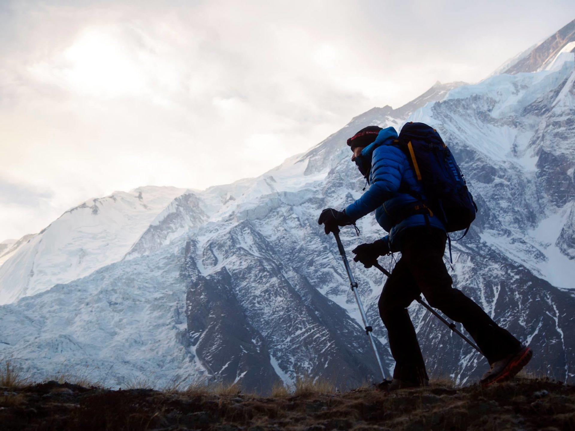 Fotografía de Carlos Soria camino del Campo 1 del Annapurna
