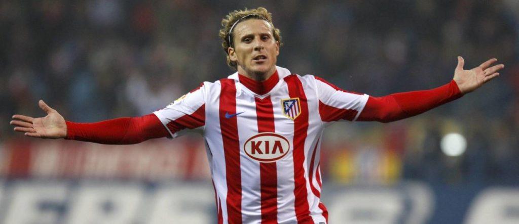 Forlán, exdelantero del Atlético, celebra un gol en la Liga BBVA
