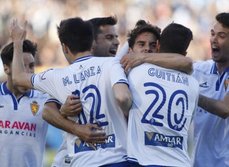 Los jugadores del Zaragoza celebran un gol durante un partido de la Liga Adelante | Foto: LaLiga