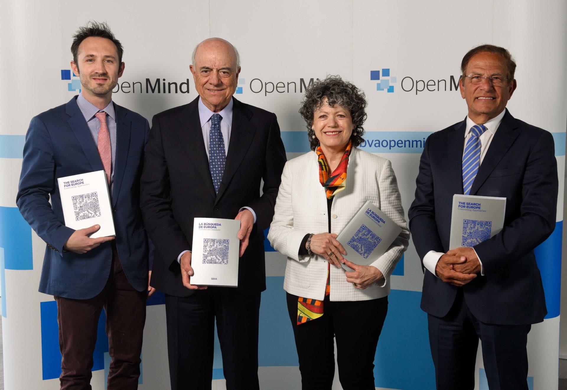 Fotografía de Christopher Bickerton; Francisco González, presidente de BBVA; Vivien Ann Schmidt y Bichara Khader, autores del libro de OpenMind