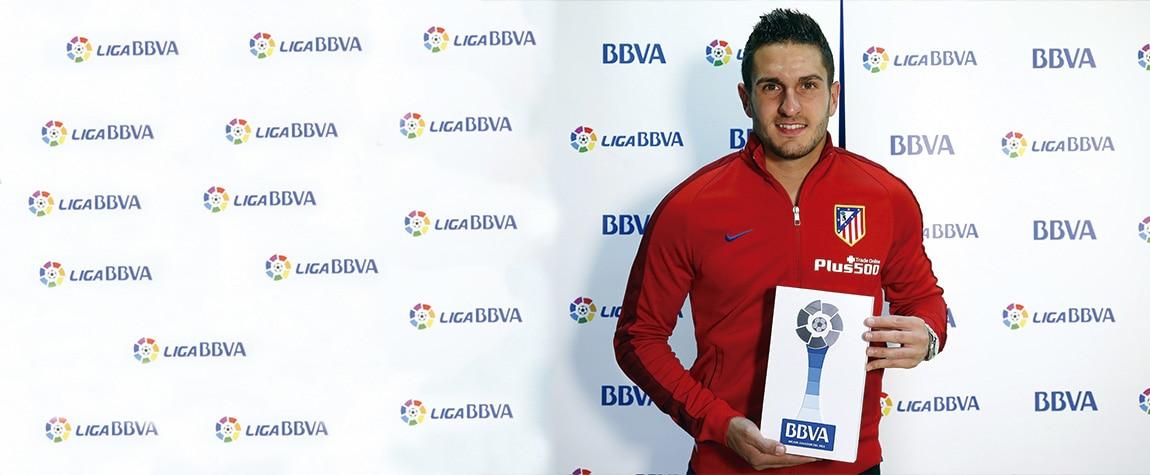 Koke recibe el 'Premio BBVA' al Mejor Jugador de la Liga BBVA en abril