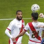 Bale remata de cabeza en un partido de la Liga BBVA | Foto: EFE
