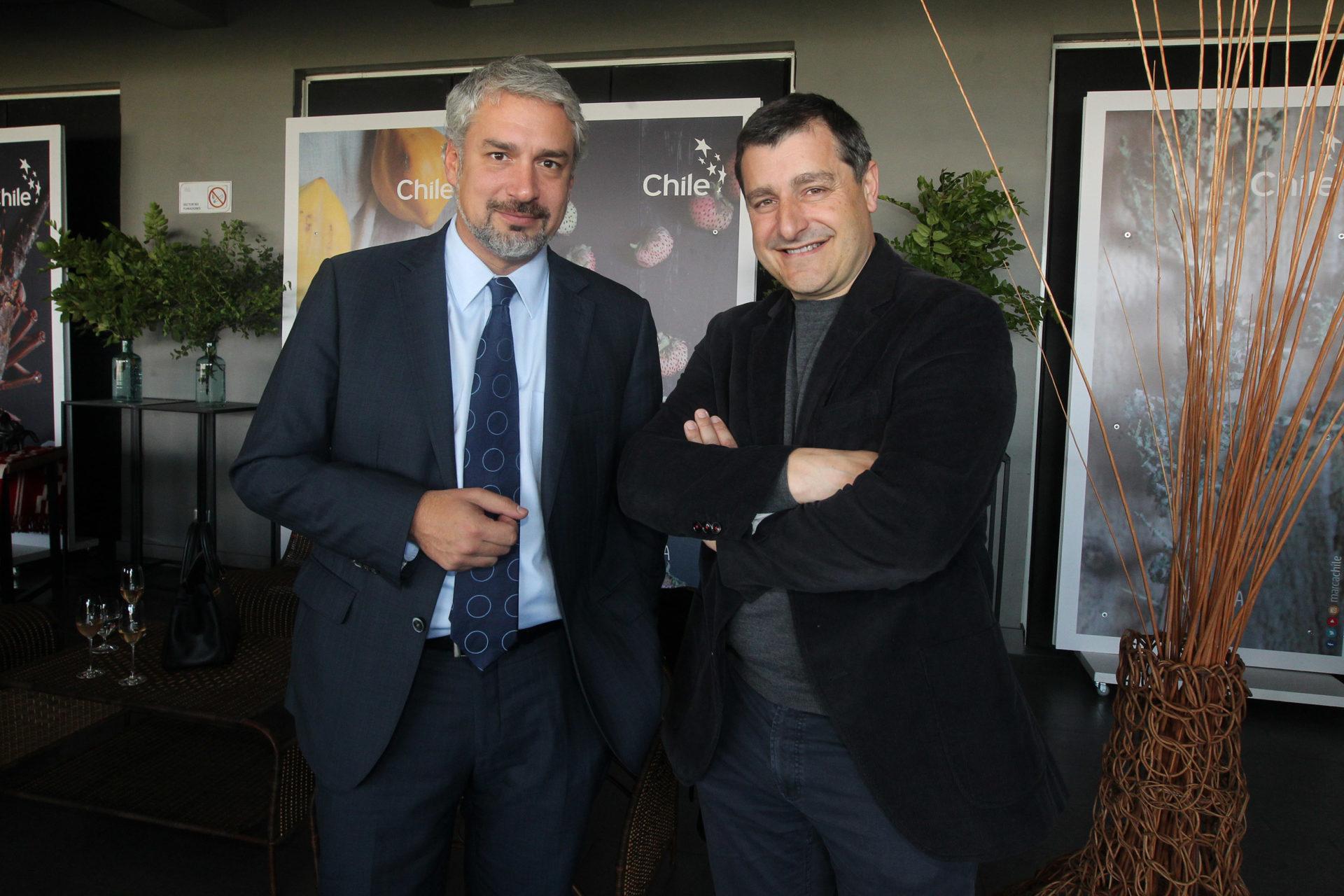 Durante su estadía en Chile, Josep Roca se reunió con el Ministro de Cultura Ernesto Ottone.