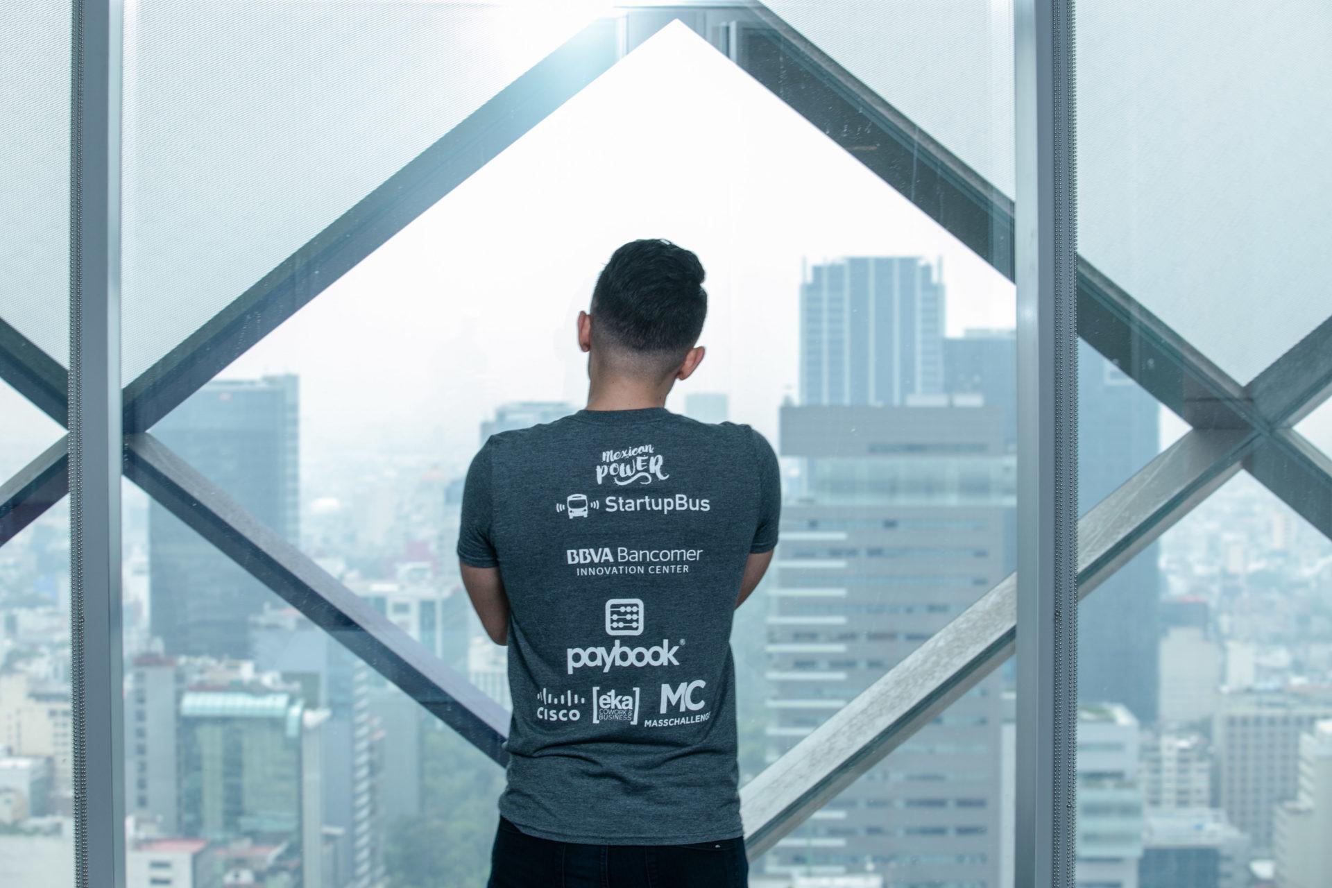 El Centro de Innovación BBVA Bancomer patrocina el StartupBus México 2016 participante vista torre