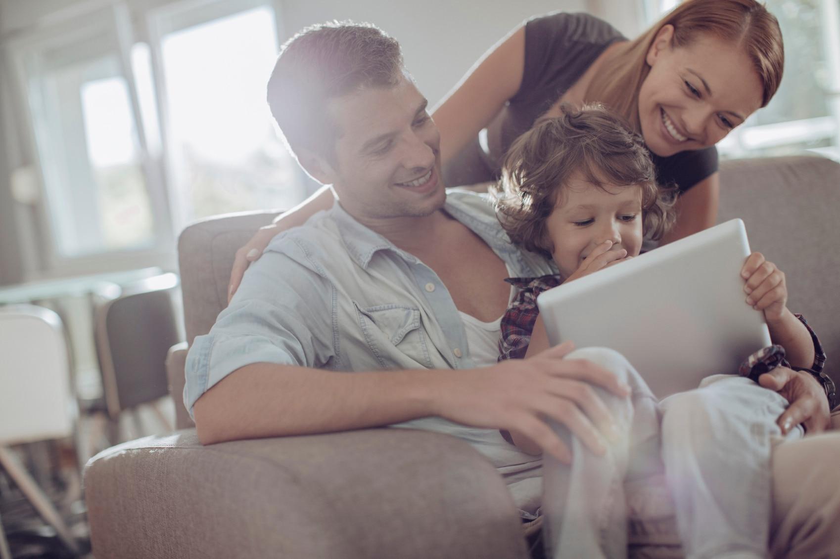 Familia tecnologia niños gastos recurso