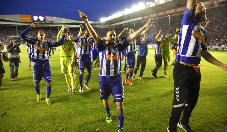 La fiesta del Alavés tras concretarse su ascenso a la Liga BBVA   Foto: EFE
