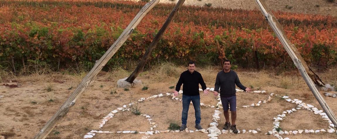 Fotografía de Josep Roca con el enólogo Marcelo Retamal en el valle del Elqui en Chile durante el viaje de prospección de la Gira BBVA