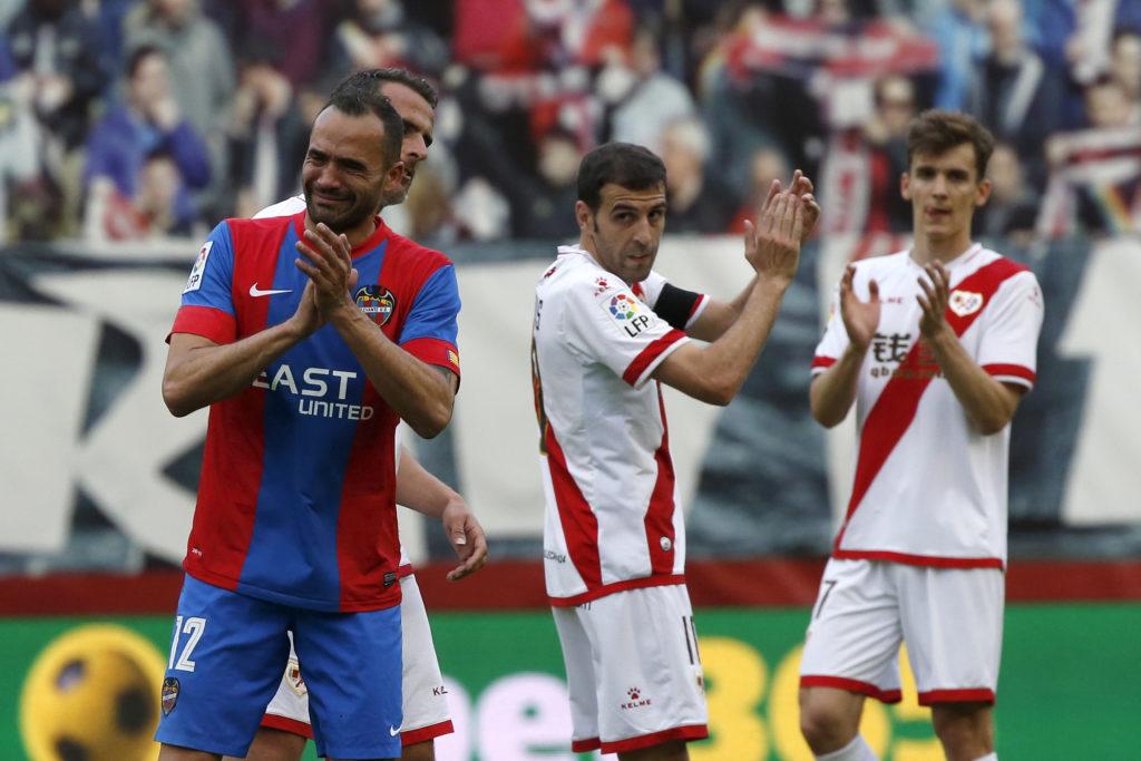 Juanfran, en su despedida en Vallecas en la última jornada de la Liga BBVA | Foto: EFE