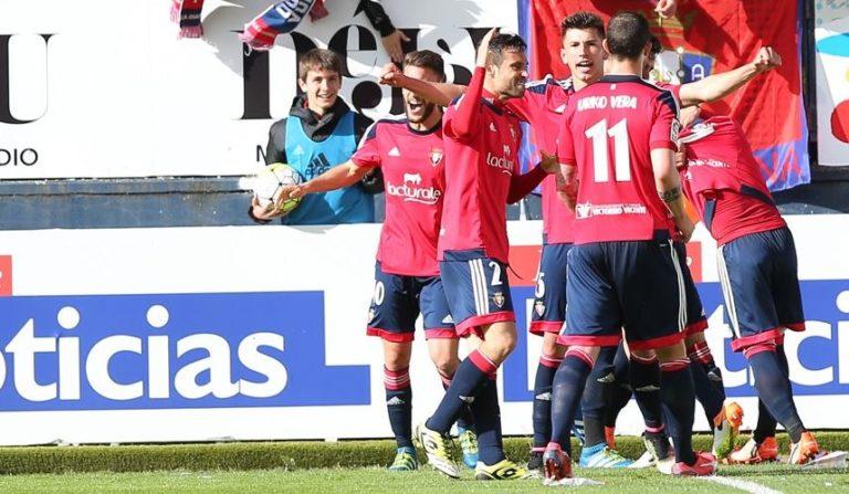 Los jugadores de Osasuna celebran un tanto en Liga Adelante