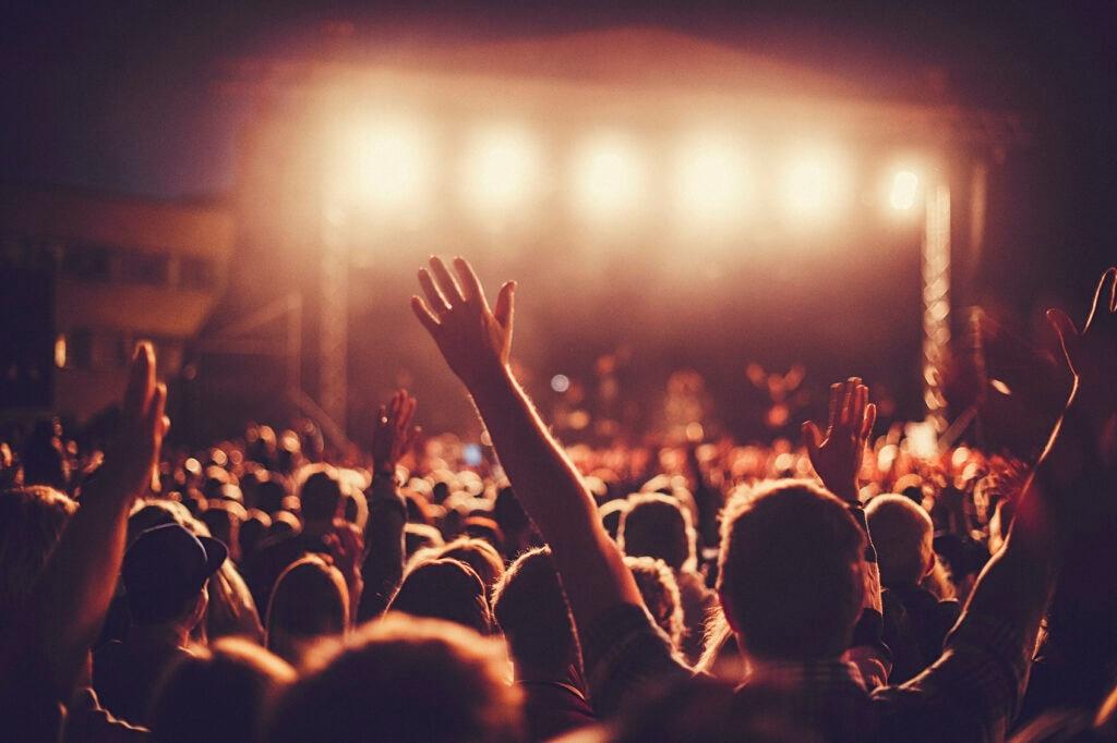 Fotografía de asistentes a un festival de música