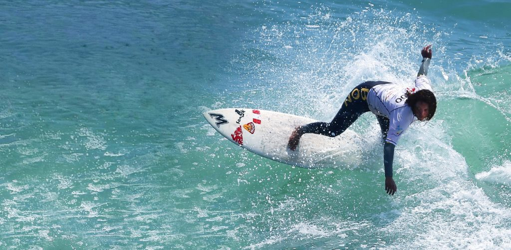 Analí Gómez, campeona mundial de surf.