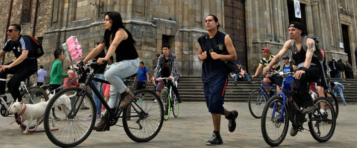 Fotografía de una ciclovía un domingo en Bogotá