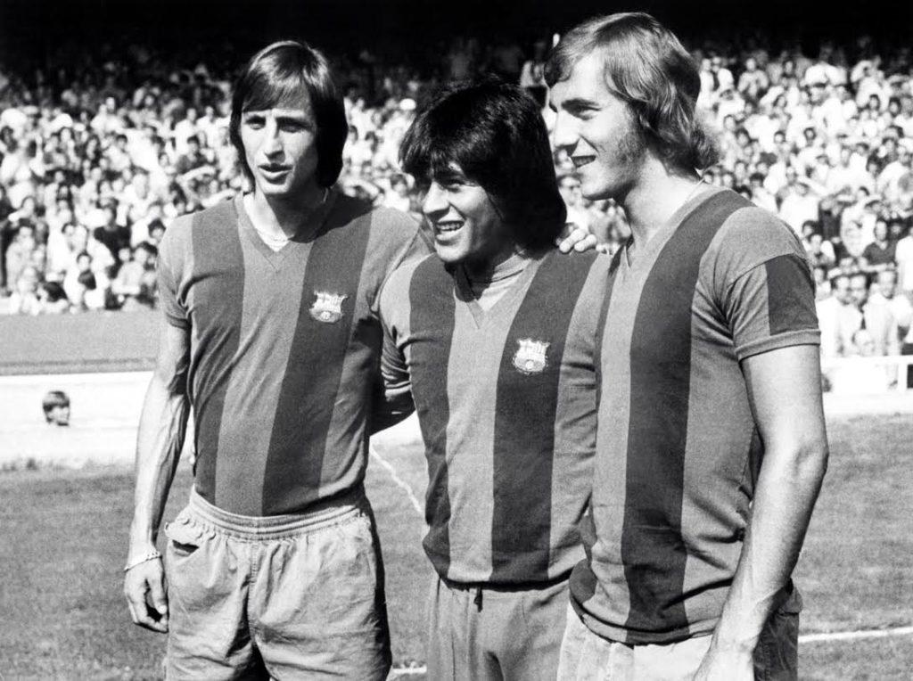 Fotografía de Johan Cruyff, Hugo Sotil y Johan Neeskens en el F.C. Barcelona fútbol BBVA
