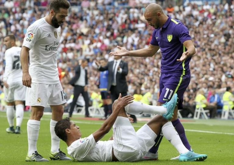 Carvajal y Varane, jugadores del Real Madrid, durante un partido de Liga BBVA | Foto: EFE