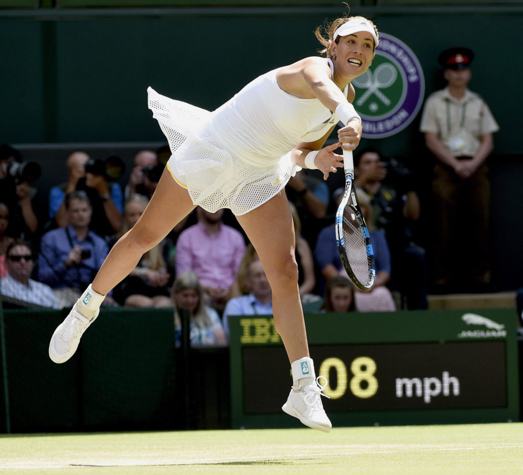 Fotografía de Garbiñe Muguruza golpeando la pelota en un partido de Wimbledon 2015