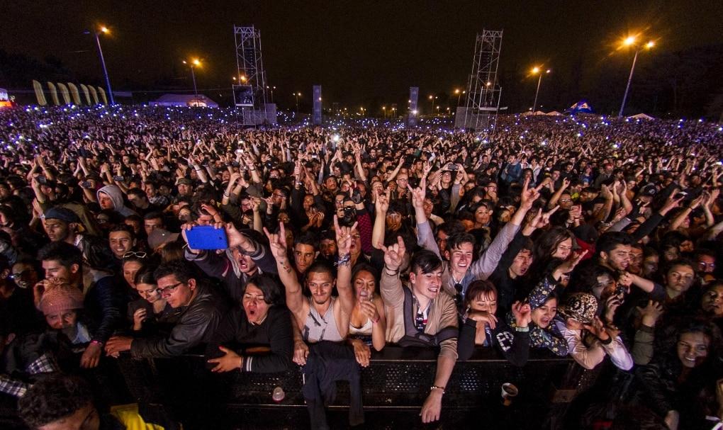 Fotografía de los 20 años Rock al Parque con asistentes celebrando