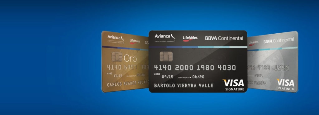 Fotografía de tarjetas de crédito de BBVA Continental.