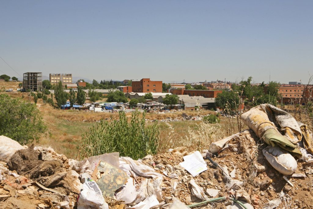 Fotografía de Distrito Castellana Norte Escombros basura descampado BBVA