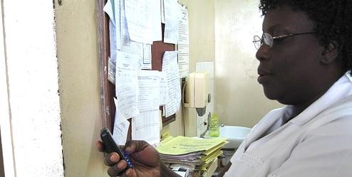Nurse_in_Ghana_using_mobile_phone