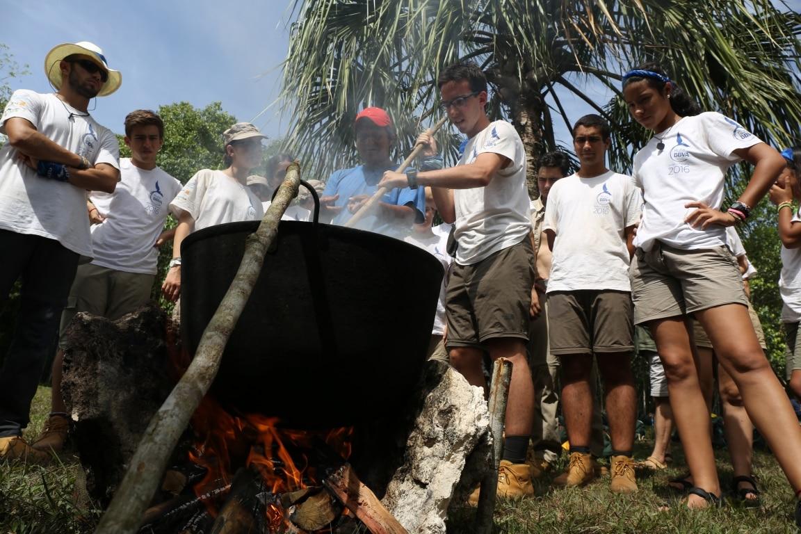 Proceso de cocción de la resina del chicozapote para la elaboración del chicle maya 1