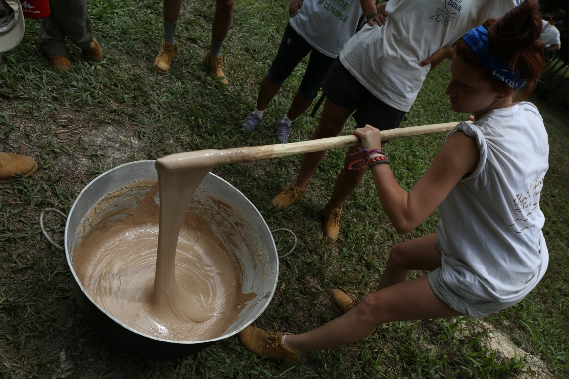 Proceso de cocción de la resina del chicozapote para la elaboración del chicle maya 2