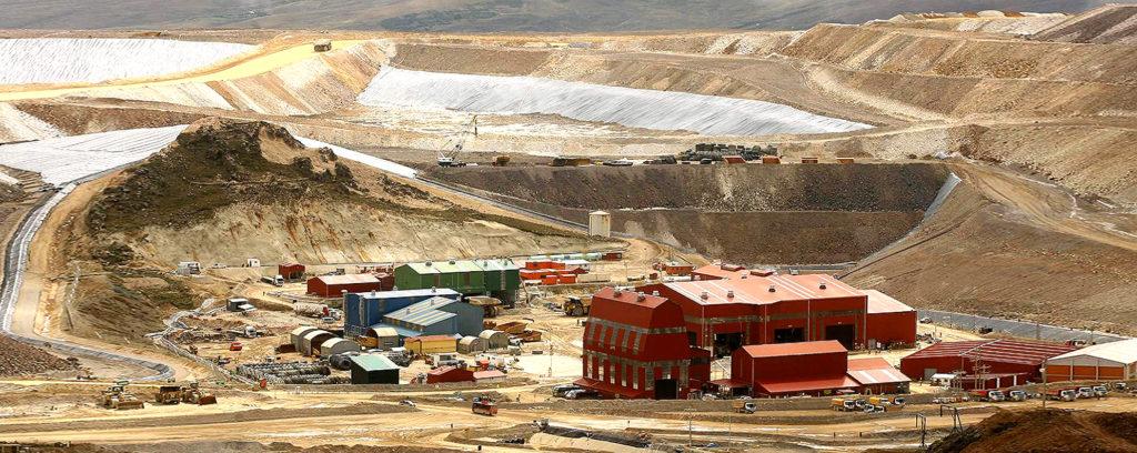 Foto de campo minero en Perú. La minería sostiene el crecimiento de acuerdo a último informe de BBVA Research.