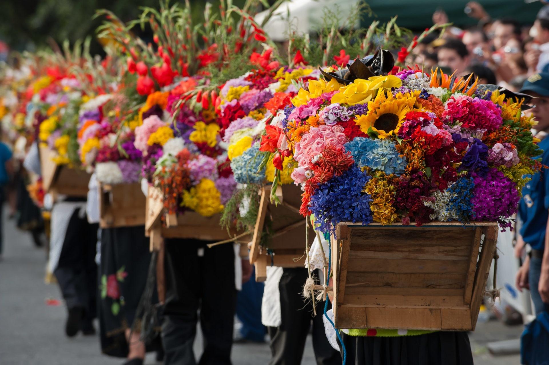 Fotografía de silleteros de las ferias de las flores en Medellín, Colombia. BBVA