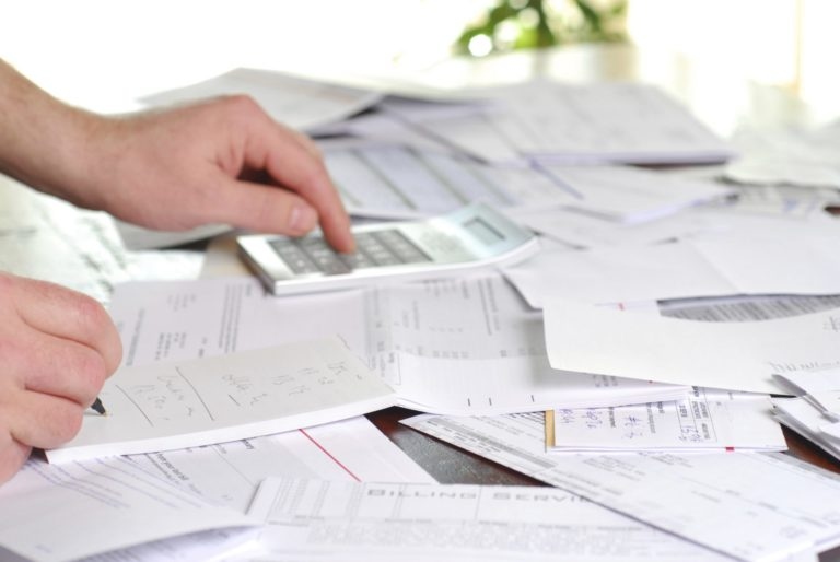 calcular-retencion-facura-iva-irpf-datos-fiscales-empresas-autonomos-profesionales-recurso-BBVA