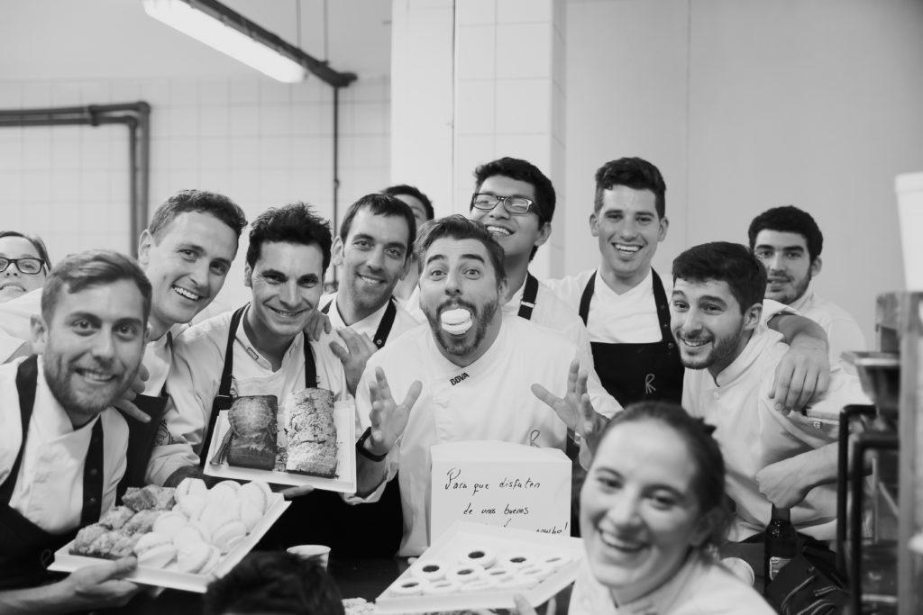 Fotografía de Jordi Roca con el equipo de El celler de Can Roca en la GIra BBVA 2015 por Buenos Aires copyright Gaby Herbstein