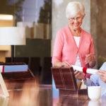 fotografia de donacion en vida testamento rentabilidad herencia inmuebles anciano tercera edad bbva
