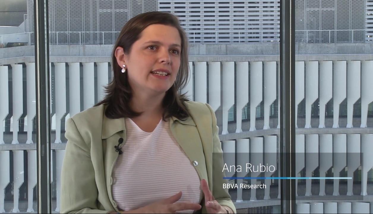 Fotografía Ana Rubio, BBVA Research, economía, politica monetaria ultraexpansiva, sector financiero, bancos, BBVA, explicación