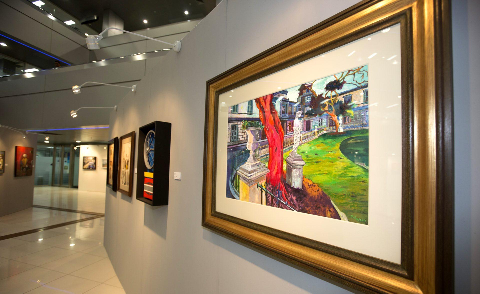 Fotografía de sede de BBVA Continental convertida en galería de arte en Lima.