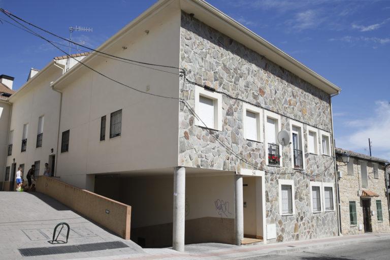 Fotografía de vivienda El Molar okupada vivienda, propiedad de un banco BBVA