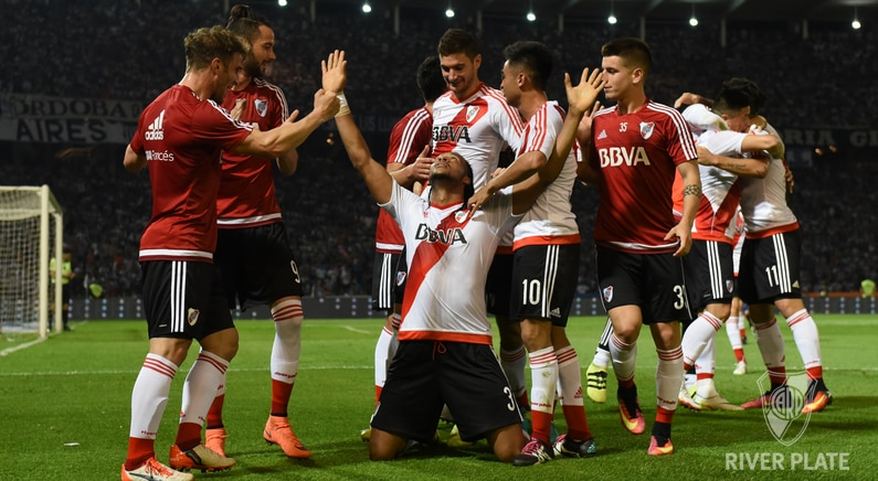 Arturo Mina celebra el gol anotado | Foto: Prensa River