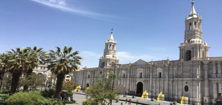 fotografía de la Catedral en la Plaza de Armas de Arequipa. BBVA