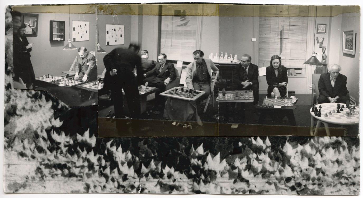 Imagen Montaje de Dorothea Tanning de tres fotogafías del Campeonato de ajedrez en la Julien Levy Gallery