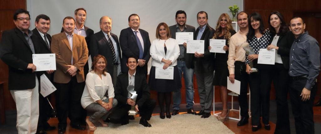 Ganadores Pymes al Éxito de BBVA Paraguay con el country manager, Agustín Antón