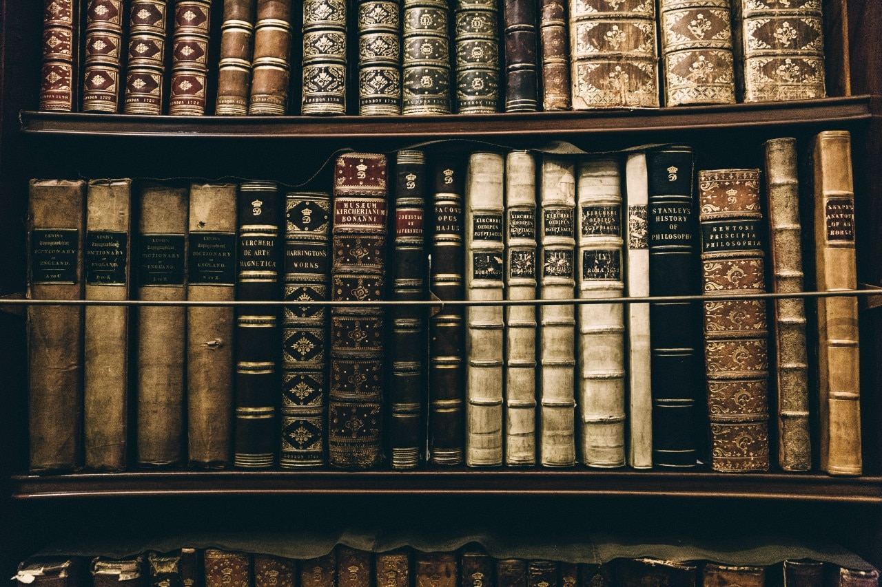Fotografía de libros, estudios, estantería, expertos, especialidad, premios Nobel, bbva
