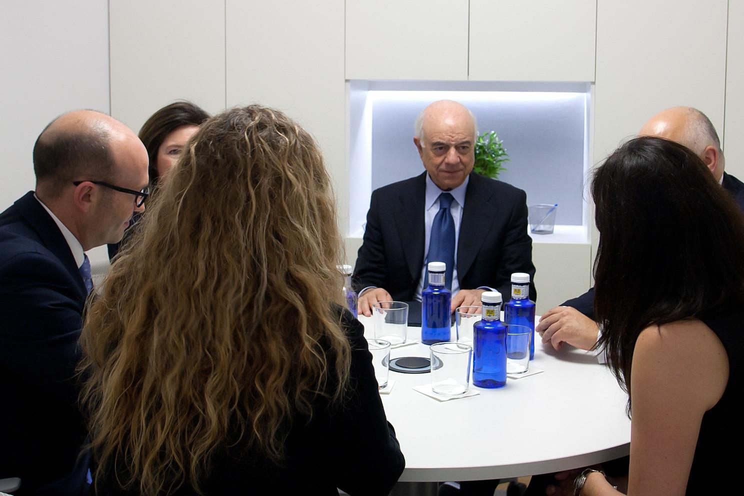 Visita del presidente de BBVA a una oficina en Cataluña