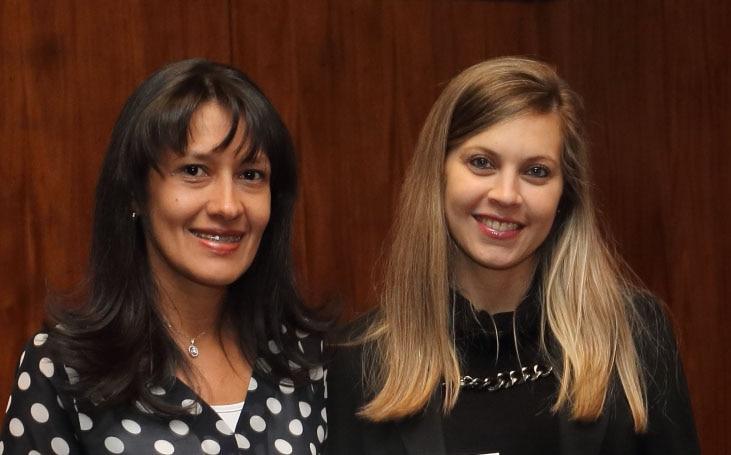 Forografía de Montserrat Cabrera ganadora Pymes al Éxito con María José Pabón de BBVA Paraguay