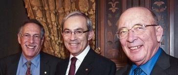 Fotografía de Peter A. Diamond, Dale T. Mortensen y Christopher A. Pissarides, premios Nobel de economía