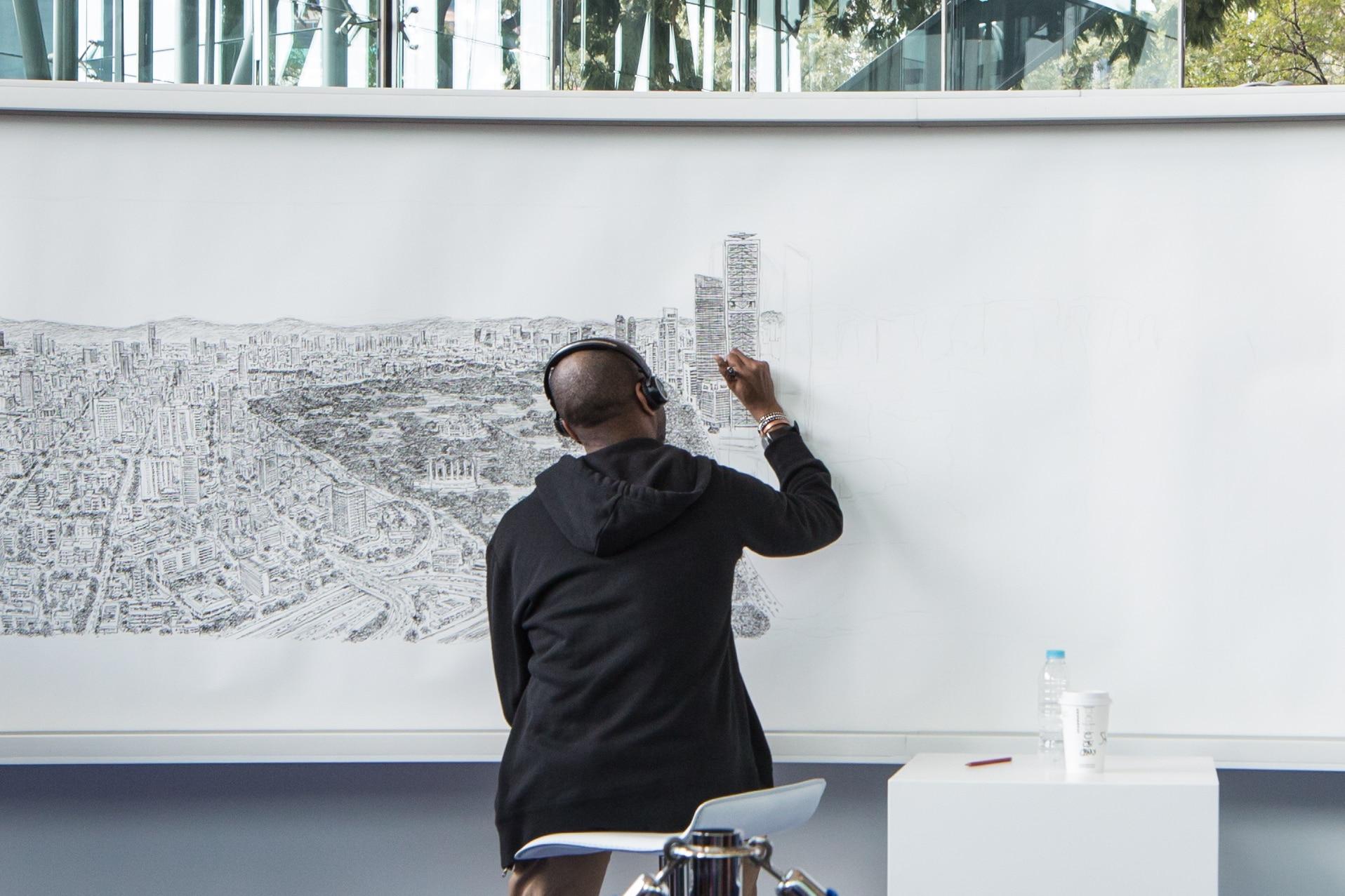 Stephen Wiltshire retratando la Torre Bancomer 7