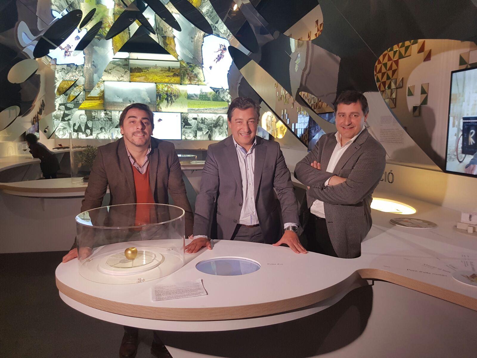 21112016 Los hermanos Roca visitan la exposición del 30 aniversario horas antes de la inauguración 1