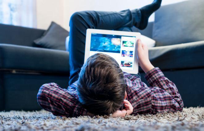 jovenes generacion z niños tecnologia recurso