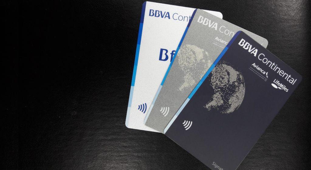 Fotografía de los modelos de tarjetas de crédito contactless de BBVA Continental.